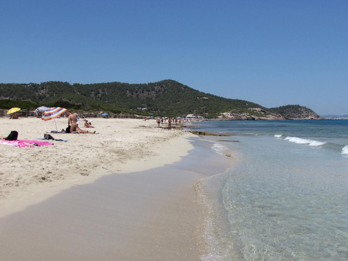 Фото на пляже в испании, На испанском пляже это делать можно (фото) 17 фотография