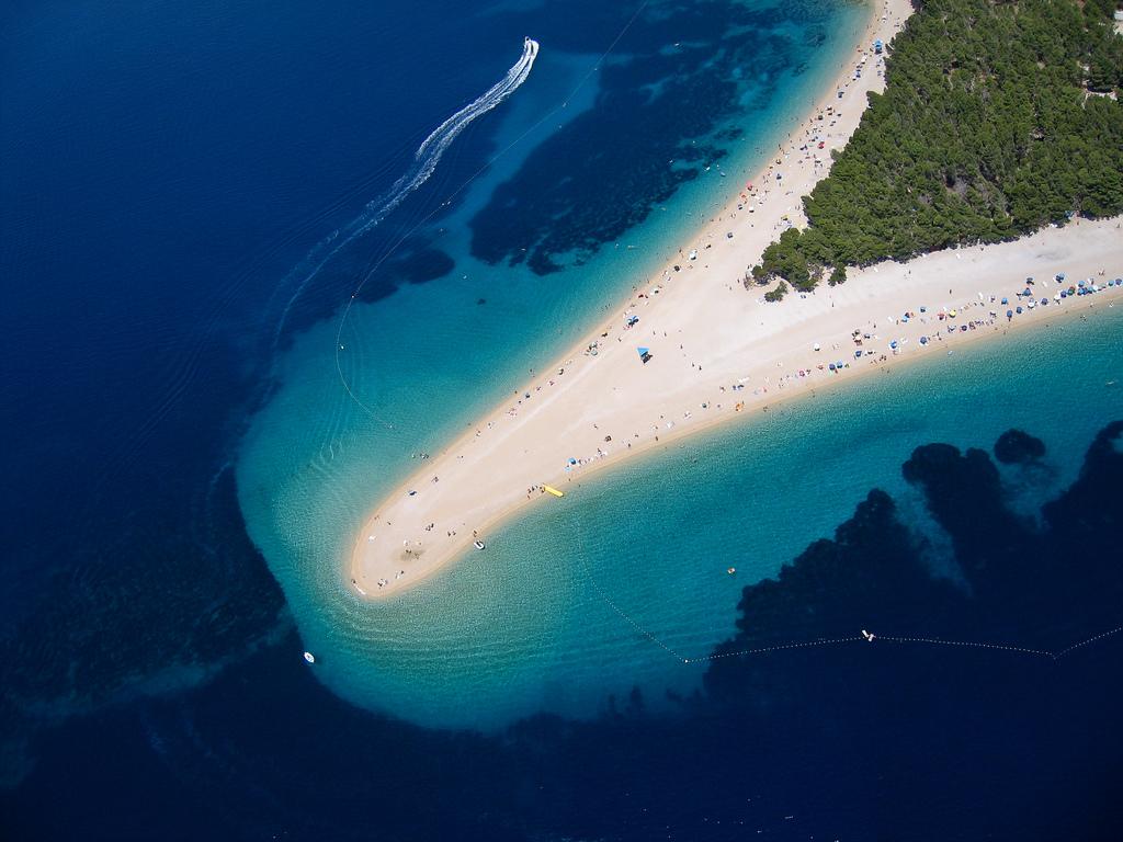 пляж золотой рог в хорватии фото светлые