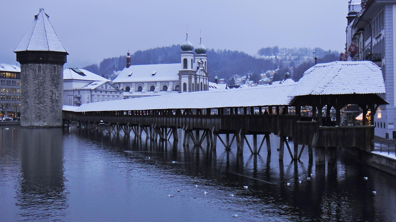 Chapel Bridge, Lucerne, Switzerland  № 1473361 загрузить
