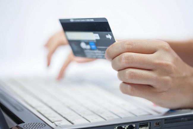 Оплата с помощью пластиковой карты – одно из преимуществ покупки билетов онлайн
