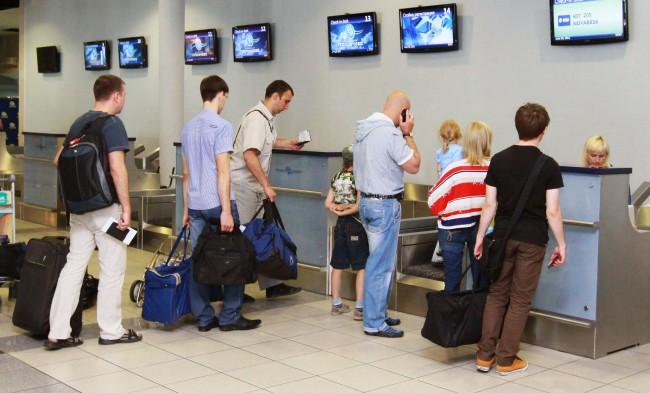 Весь багаж, переправляемый пассажиром, повинен являться предъявлен быть регистрации для рейс, аюшки? вызвано требованиями обеспечения безопасности полета.
