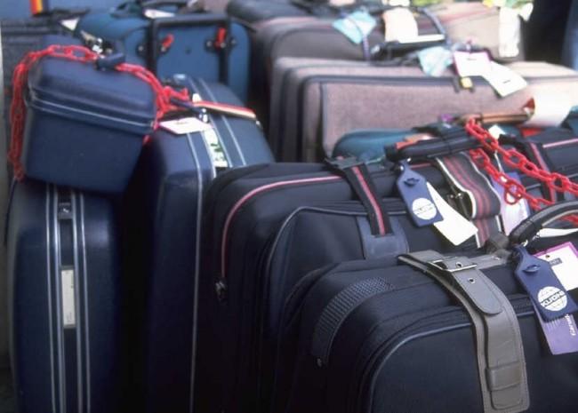 Багаж пассажира, каковой авиакомпания принимает для перевозке перед свою обязательность из-за его сохранность, маркируется багажной биркой равным образом перевозится на багажном отсеке самолета, называется регистрируемый багаж