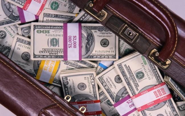 Придется либо перекладывать из сумки в сумку, или доплачивать