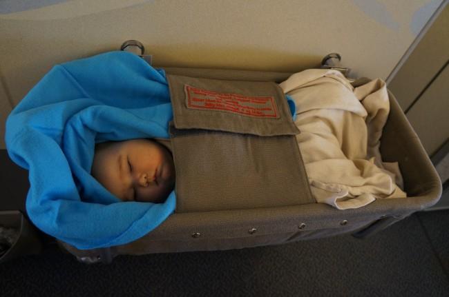 Для младенцев предоставляется люлька