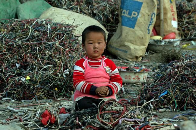 Здесь как и во многих подобных местах большинство людей проводят всю свою жизнь: работают, отдыхают, рожают детей, которых ждет та же судьба