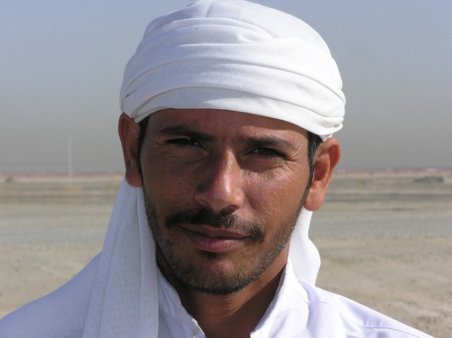 Арабские мужчины всегда обращают внимание на иностранных туристок