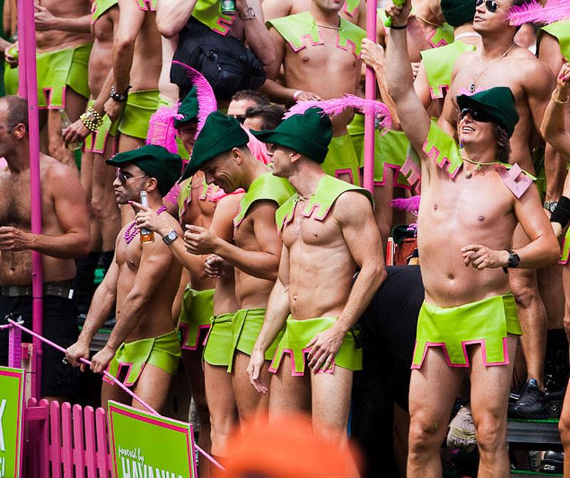 Мужской стриптиз на гей тусовках фото 52-26