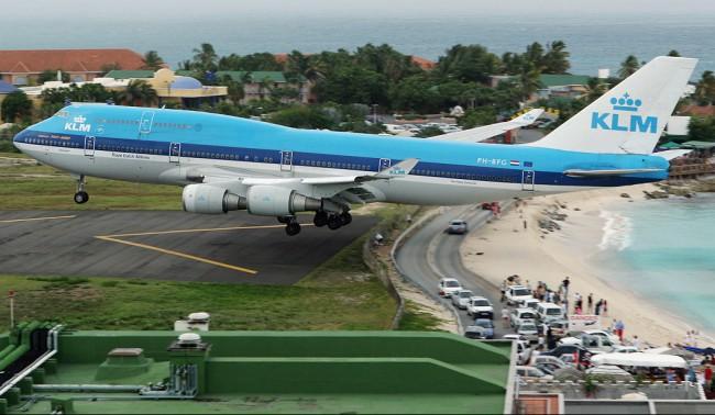 Длина взлетно-посадочной полосы всего 2 180 метров, чего едва достаточно для больших лайнеров
