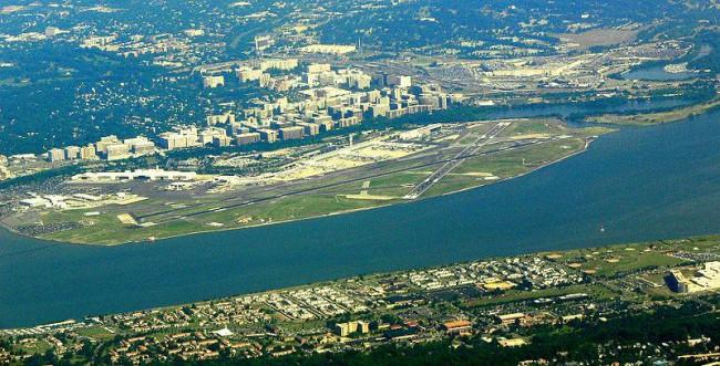 Имеет аэропорт незавидное месторасположение, ведь от расположен вблизи стратегических объектов