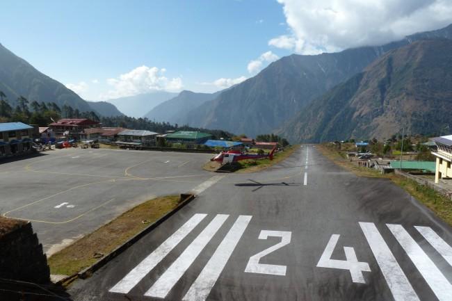 Аэропорт очень маленький и рассчитан на одно и двух моторные самолетики и вертолеты