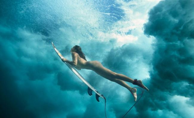 Что может быть привлекательней обнажённых сёрфингистов?