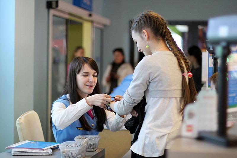 Сколько стоит билет на самолет с сопровождением заказать билет на самолет в израиль
