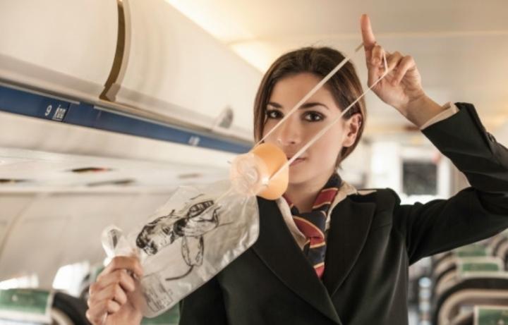 Для чего в самолете кислородные маски