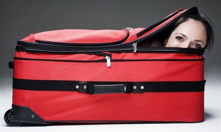 Открываете чемодан, а там куку, спирт закончился.