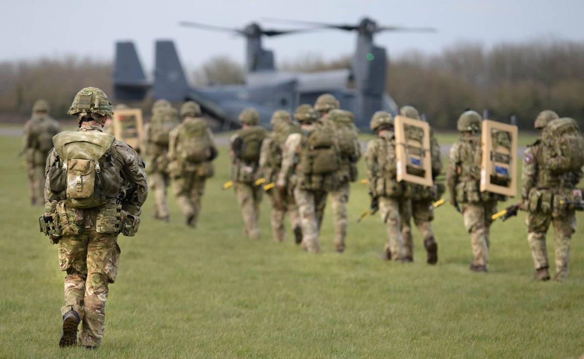 Служащие в армии могут поехать за границу